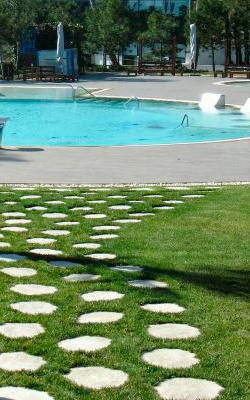 cesped en mi piscina